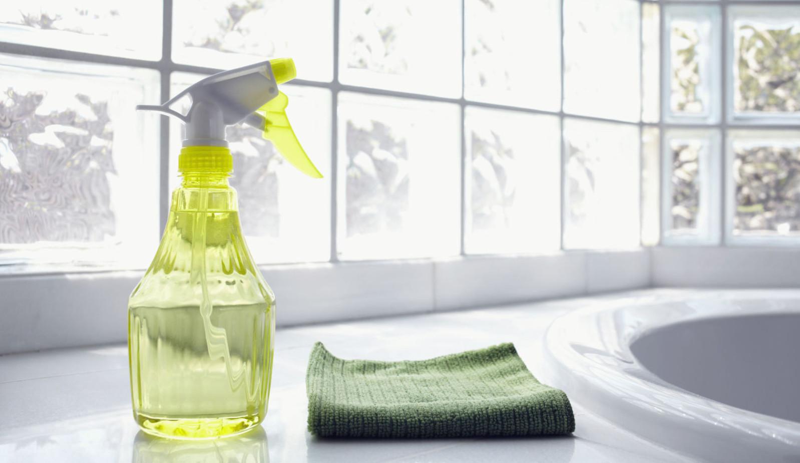aceto per la pulizia della casa