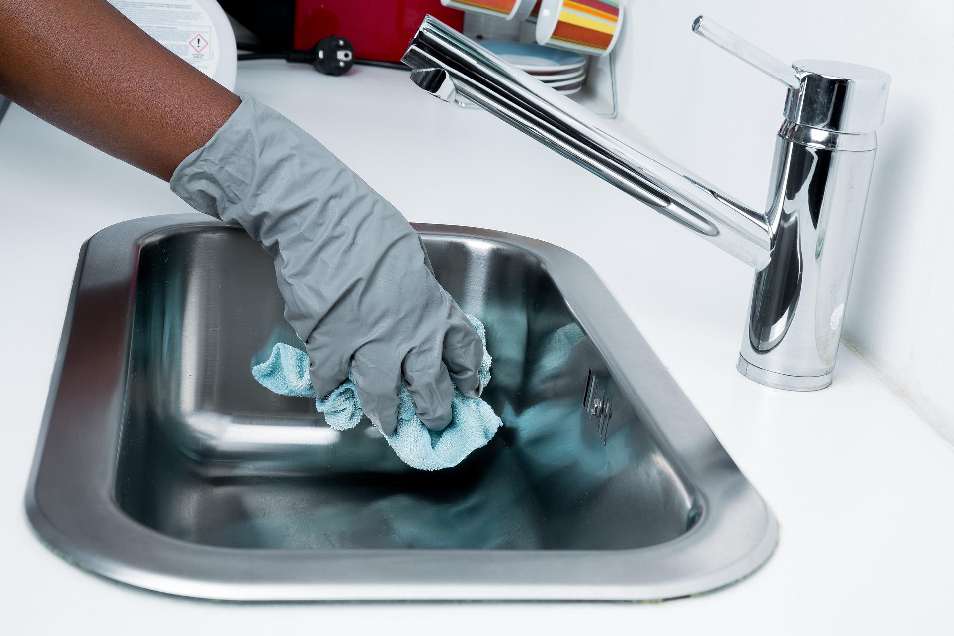 aceto disinfettante per pulire la cucina